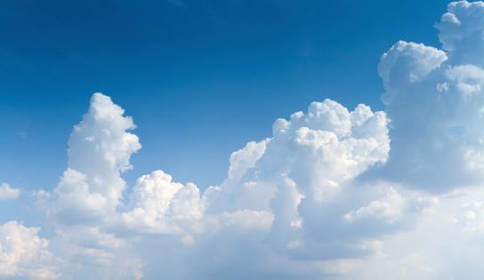 Cumulus Cloud「Panoramic shot of sky with giants cumulonimbus clouds」:スマホ壁紙(2)