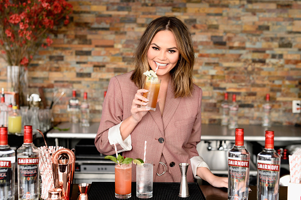 Food「Smirnoff Vodka Kicks Off Summer Cocktail Season With Chrissy Teigen」:写真・画像(14)[壁紙.com]