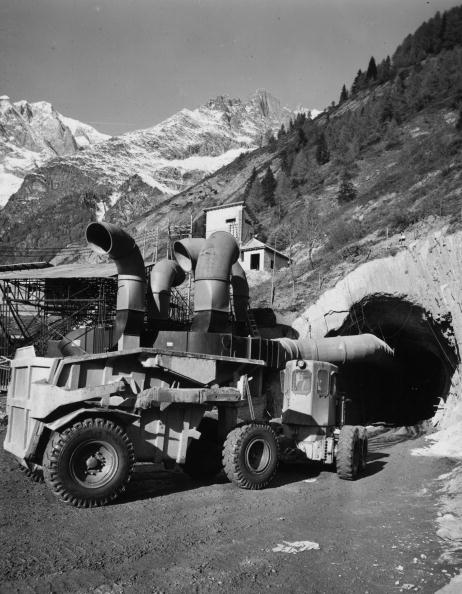 Industry「Alpine Tunnel」:写真・画像(3)[壁紙.com]