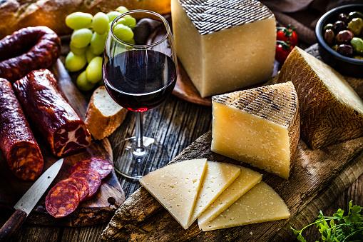 Cheese「Spanish food: Manchego cheese, spanish chorizo and red wine on rustic wooden table」:スマホ壁紙(16)
