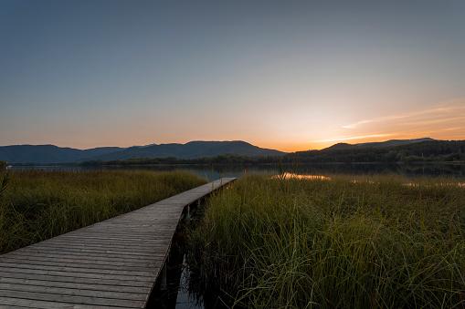 Footbridge「Lake Estany de Banyoles in the evening, Gerona, Spain」:スマホ壁紙(14)