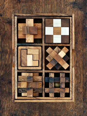 Leisure Games「Wooden toy blocks in box」:スマホ壁紙(17)