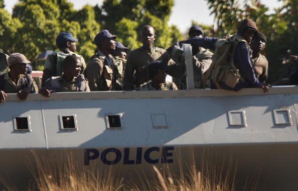John Moore「Zimbabwaens Go To The Polls In Flawed Election」:写真・画像(5)[壁紙.com]
