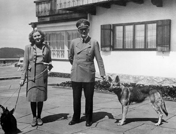 Brown「Eva Braun And Adolf Hitler」:写真・画像(8)[壁紙.com]