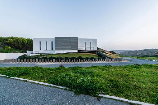 Remote Location「Driveway to a modern villa」:スマホ壁紙(8)