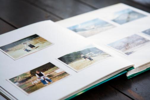 Nostalgia「photo album of family at farm」:スマホ壁紙(1)