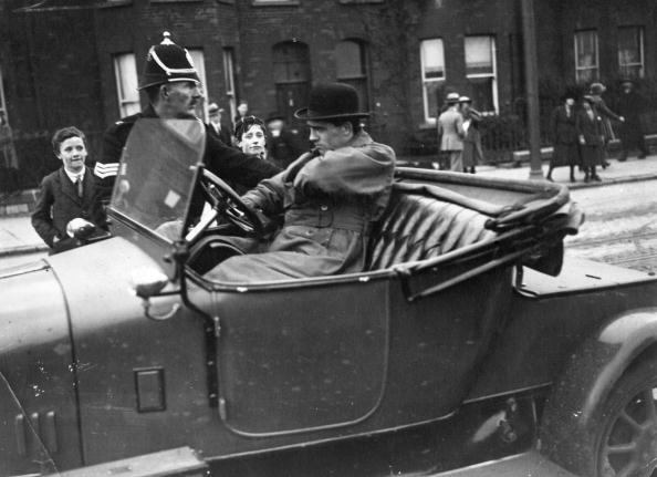 1920-1929「Routine Search」:写真・画像(0)[壁紙.com]