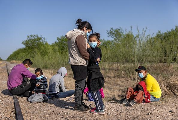 Mexico「Migrants Cross Into Texas From Mexico」:写真・画像(5)[壁紙.com]