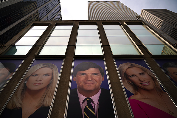 Fox Photos「Protestors Call On Advertisers To Pull Their Ads From Fox News」:写真・画像(7)[壁紙.com]