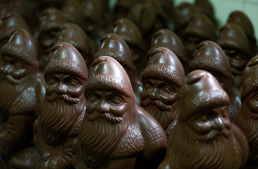 Male Likeness「Many chocolate Santa Clauses」:スマホ壁紙(6)