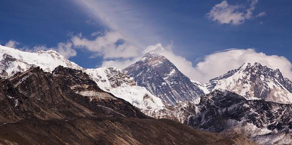 Khumbu「The view of Mt Everest and Lhotse from Scoundrels Viewpoint, Everest Base Camp via Gokyo Trek, Nepal」:スマホ壁紙(0)