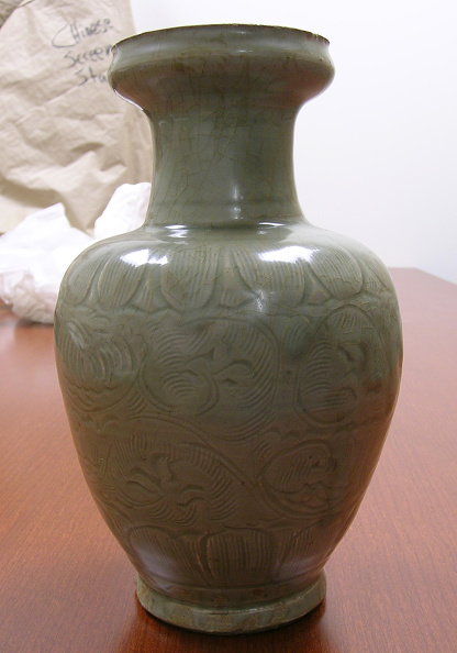 Glazed Food「Chinese jar made with bulbous body and  medium high neck with wide rim」:写真・画像(11)[壁紙.com]