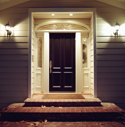 Front Stoop「Front door of house with lights at night」:スマホ壁紙(3)