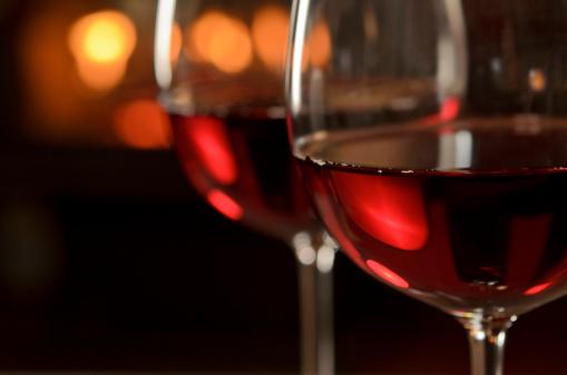 Wineglass「Red Wine by the Fire」:スマホ壁紙(1)