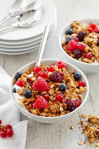 Sour Cream「Healthy breakfast Fresh granola, Bowl of granola with yogurt and berries,」:スマホ壁紙(16)