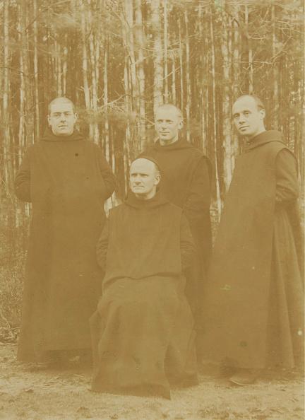 Priest「Group Of Priests In Robes」:写真・画像(16)[壁紙.com]