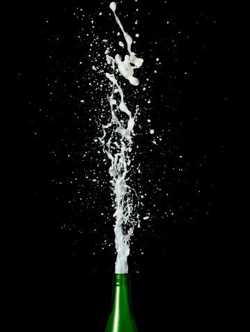 Alcohol - Drink「Champagne spraying from bottle」:スマホ壁紙(11)