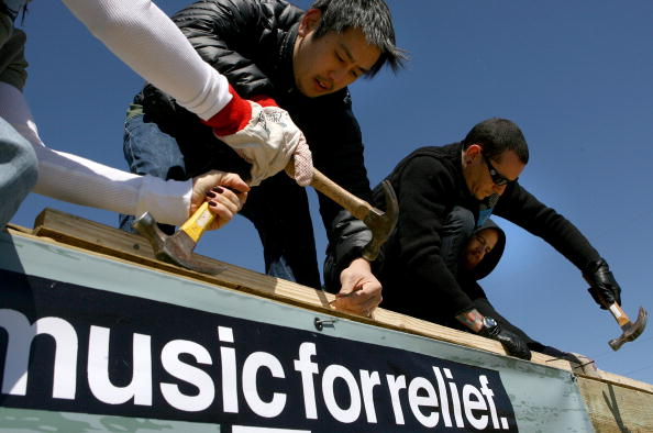 Square Shape「Linkin Park Helps Rebuild Homes Affected By Hurricane Katrina」:写真・画像(6)[壁紙.com]