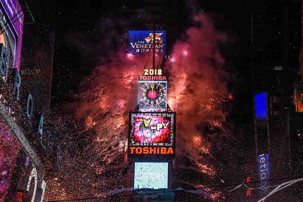 New Year's Eve「Amid Freezing Temperatures,Crowds Celebrate New Year's Eve In Times Square」:写真・画像(6)[壁紙.com]