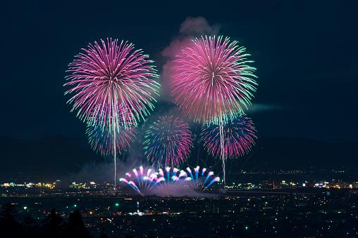 花火「Beautiful Japanese Fireworks from Nagaoka」:スマホ壁紙(1)