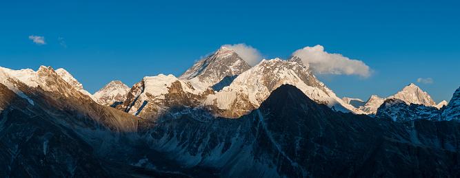 Khumbu「Everest, Nuptse and Lhotse seen from the top of Gokyo Ri in Everest region of Nepal」:スマホ壁紙(9)
