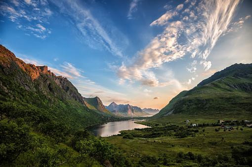 Dramatic Landscape「Lake and Mountain landscape, Vareidet, Flakstad, Lofoten, Nordland, Norway」:スマホ壁紙(8)