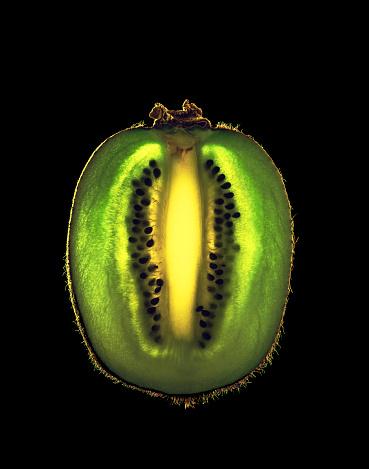 Kiwi「Kiwifruit cut into a thin slice」:スマホ壁紙(3)