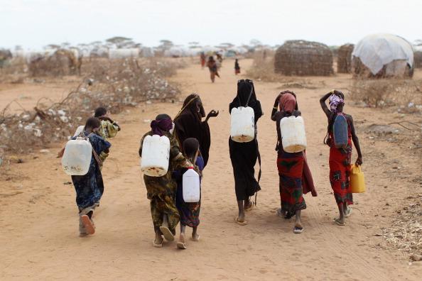 Water「Refugees Flock To Dadaab As Famine Grips Somalia」:写真・画像(11)[壁紙.com]