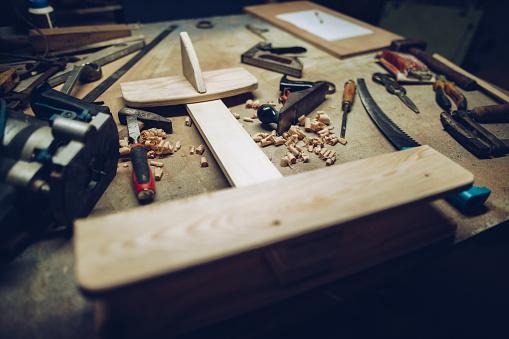 Workshop「Carpenters working desk with airplane model」:スマホ壁紙(9)