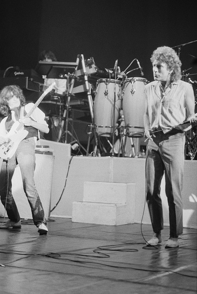 1983「Page And Plant Onstage Again」:写真・画像(19)[壁紙.com]