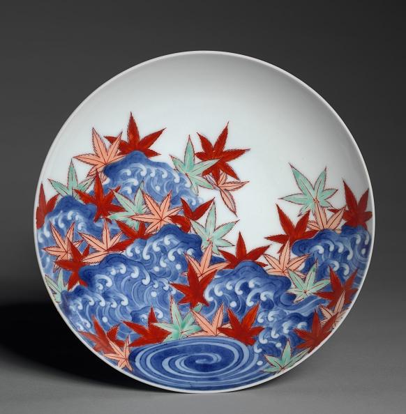 かえでの葉「Dish With Maple Leaves In Waves」:写真・画像(8)[壁紙.com]