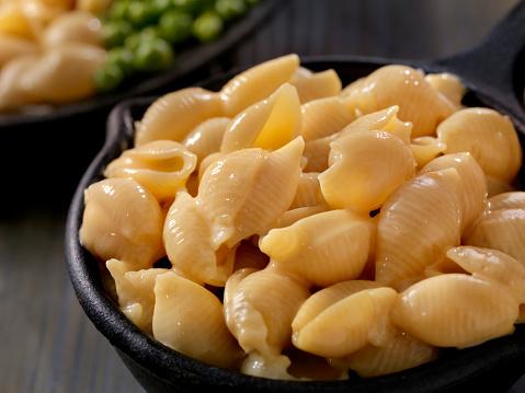 Cast Iron「Creamy Shells and Cheese Sauce」:スマホ壁紙(4)