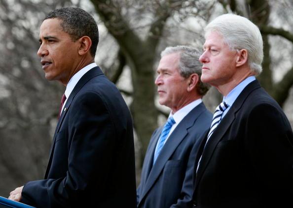 Former「Obama, With Former Presidents Bush And Clinton, Speaks On Haiti」:写真・画像(4)[壁紙.com]