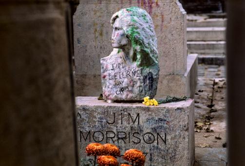 Singer「Pere Lachaise Cemetery in Paris, France」:スマホ壁紙(3)