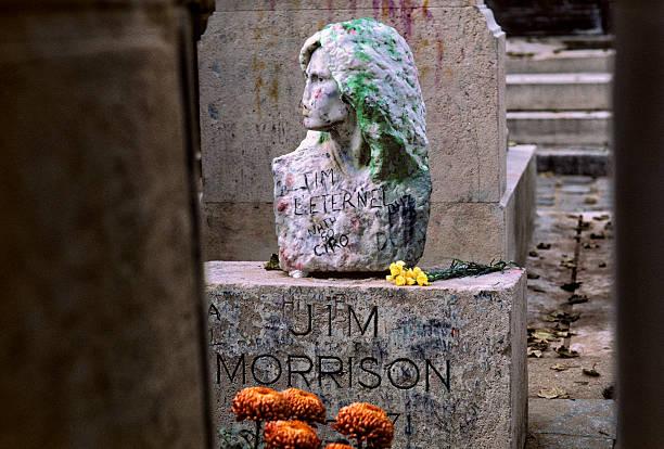 Pere Lachaise Cemetery in Paris, France:スマホ壁紙(壁紙.com)