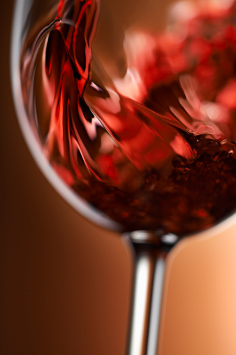 Wineglass「Red wine pouring in glass」:スマホ壁紙(0)