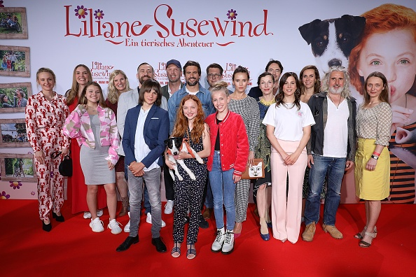 Large Group Of People「'Liliane Susewind' Premiere In Cologne」:写真・画像(8)[壁紙.com]