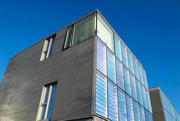 Business Finance and Industry「Peabody housing at Silvertown, designed by Niall McLaughlin, which uses diachroic glazing which changes colour to the mood of the light, London, UK」:写真・画像(4)[壁紙.com]