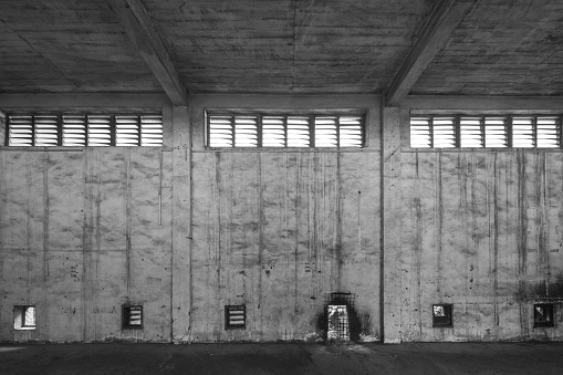 The Past「Interior of old and abandoned factory warehouse」:スマホ壁紙(3)