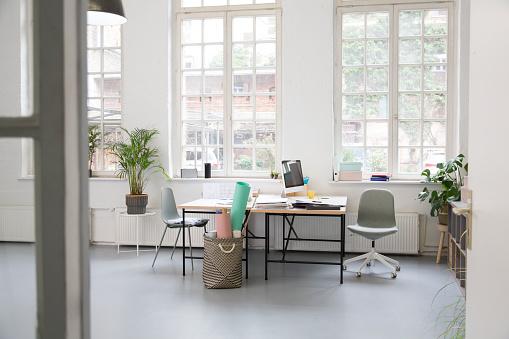 Coworking「Interior of a business loft office」:スマホ壁紙(19)