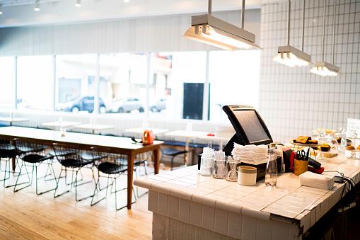 Retail「Interior of an empty coffee shop」:スマホ壁紙(7)
