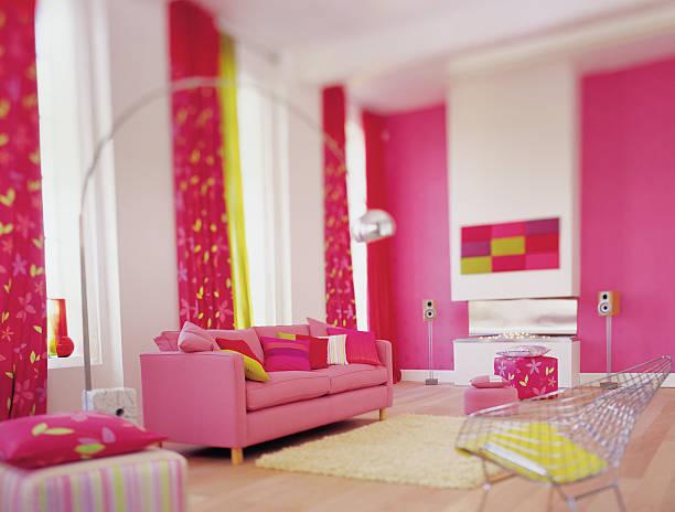 Interior of bright pink colourful lounge:スマホ壁紙(壁紙.com)
