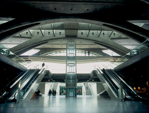 2002「Interior of Estacio de Oriente Interchange, Parque da Nacoes, Lisbon, Portugal. Designed by Santiago Calatrava.」:写真・画像(6)[壁紙.com]