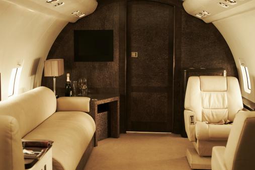 Business Travel「Interior of luxury private jet」:スマホ壁紙(10)