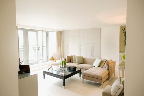 Coffee Table「Interior of off-white modern livingroom」:スマホ壁紙(4)