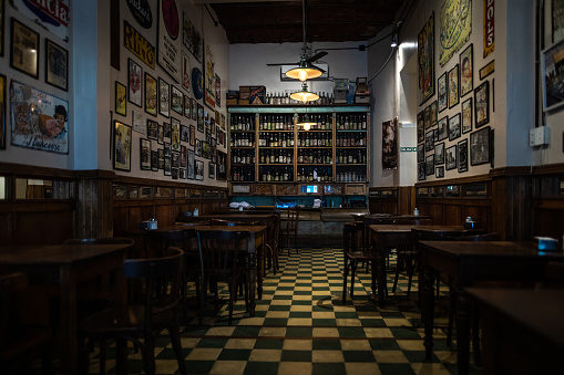 Bar Counter「Interior of traditional coffee shop in Buenos Aires」:スマホ壁紙(1)