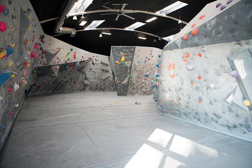 Rock Face「Interior of climbing wall in climbing gym.」:スマホ壁紙(14)