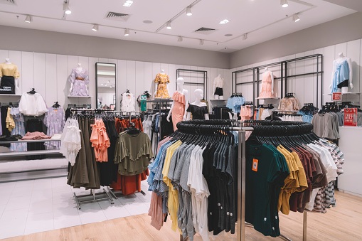 Designer Clothing「interior of a clothing store in shopping mall」:スマホ壁紙(15)