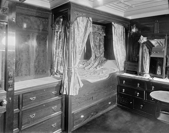 Wood Paneling「Interior Of Cabin On Steam Yacht Venetia」:写真・画像(17)[壁紙.com]