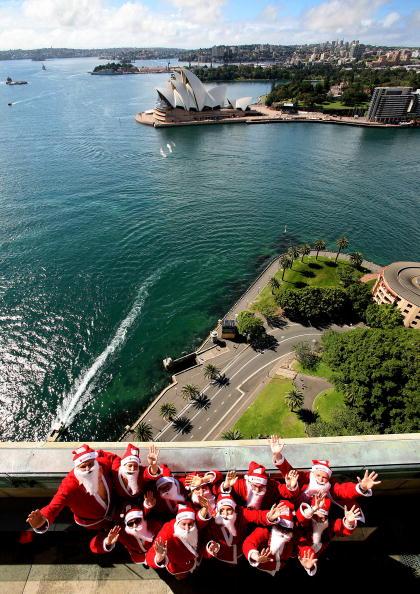 Power Equipment「Santas Climb The Sydney Harbour Bridge To Launch The Santa Fun Run」:写真・画像(8)[壁紙.com]